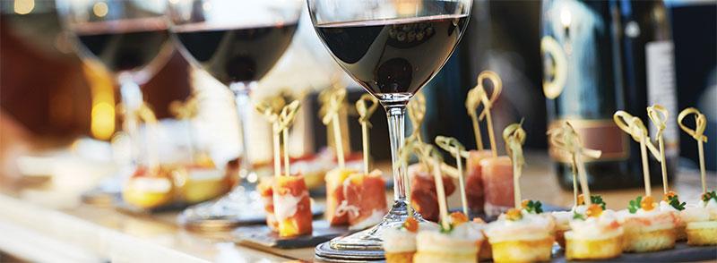 FOOD + DRINK στις εκδηλώσεις: Τι περιμένουν οι καλεσμένοι σας